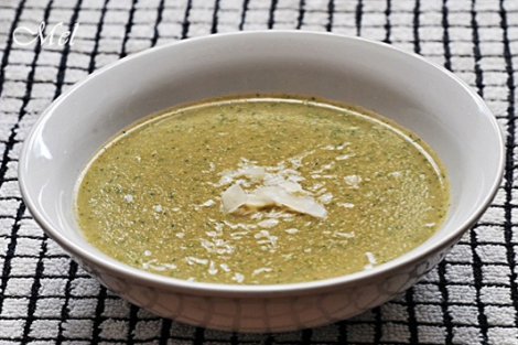 Simple and low fat Thick broccoli soup