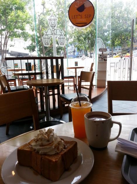 Last breakfast in Bangkok - caramel thick toast
