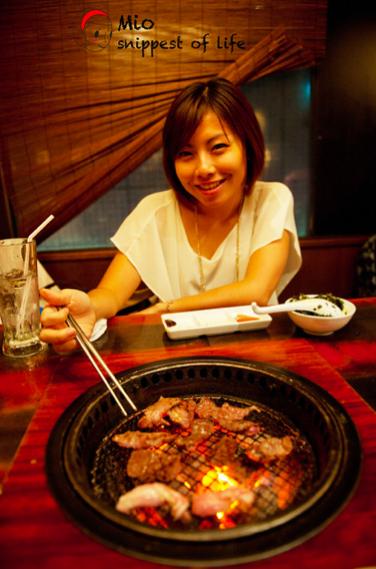 """牛角烤肉-肉片上""""架""""!"""