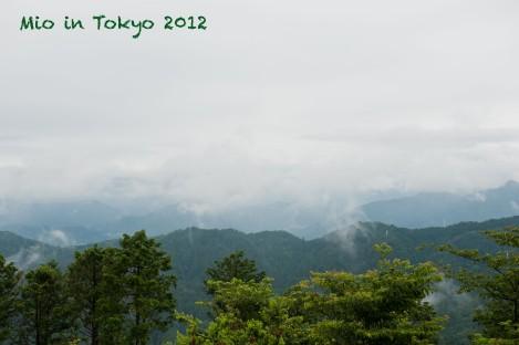 即使没有云雾,看见的富士山大小大概也只有小指头那么大吧