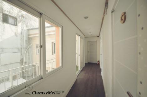 房間外的小走廊