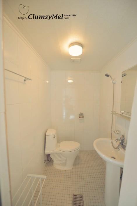 房間內的廁所,也是走簡潔風格