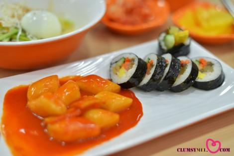炒年糕,紫菜卷飯