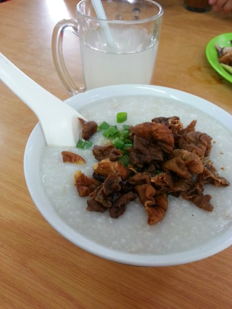 鹹蛋雞絲豬腸粥
